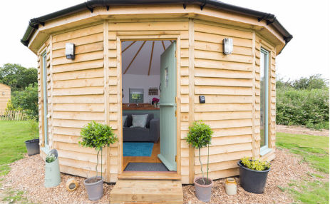 BUTTERCUP BARN RETREATS – BAY Glamping Isle of Wight with Hot Tub