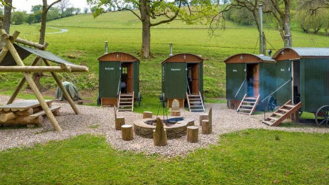 HUTS IN THE HILLS Glamping Herefordshire with Hot Tub