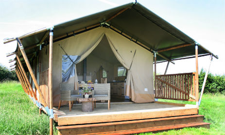VILLAGE FARM GETAWAY Glamping Leicestershire with Hot Tub