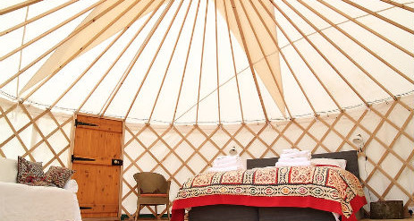 Yourte Contemporaine additionally Wright Falling Water Inside in addition Treehouse Design Praia together with Lotus Interior Design together with Tipi. on luxury yurt interior