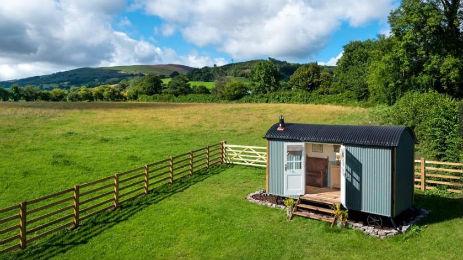 CUI SHEPHERDS HUT Glamping Wales