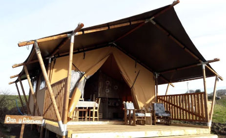 UNDER THE OAK GLAMPING Wales with Hot Tub