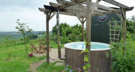 Glamping new forest hot tub