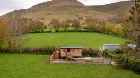BILLS SHEPHERDS HUT Glamping Wales