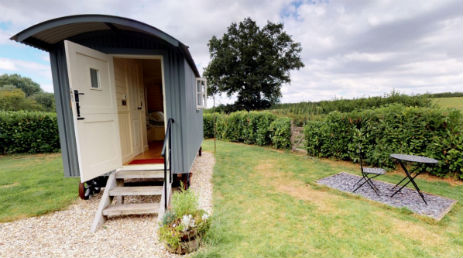 THE SHEPHERDS HUT @ THE MASON ARMS Glamping Somerset