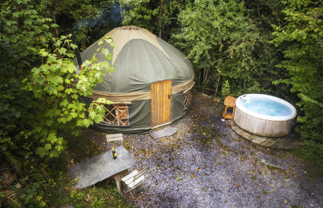 THE YURT HIDEAWAY Glamping Wales with Hot Tub