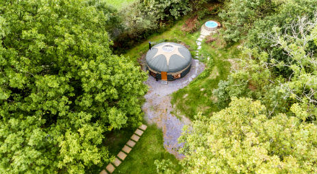 THE COUNTRY YURT Glamping Wales with Hot Tub