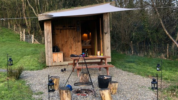 ONE CAT FARM Glamping Wales with Hot Tub