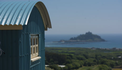 GLAMPING IN LUXURY SHEPHERDS HUTS IN CORNWALL, DEVON AND SOMERSET with Classic Glamping
