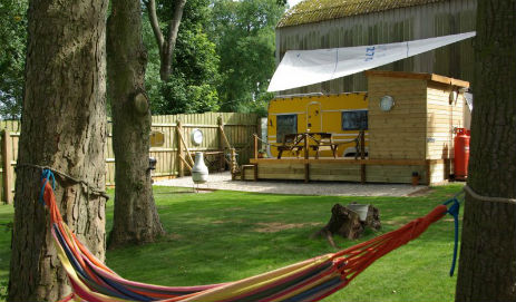 DALE FARM HOLIDAYS BIG YELLOW CARAVAN Glamping Yorkshire