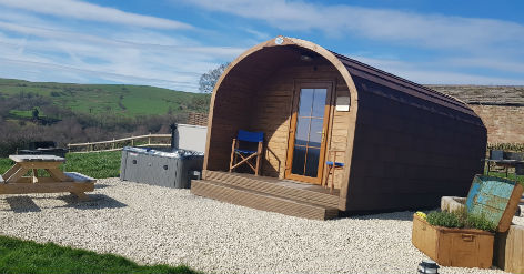 KISS WOOD CABINS Glamping The Peak District with Hot Tub
