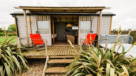 WEST HALE GATE GLAMPING SHEPHERDS HUTS in Yorkshire with Hot Tub