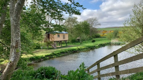DOD MILL CABIN AND TREEHOUSE Glamping in Scotland near Edinburgh